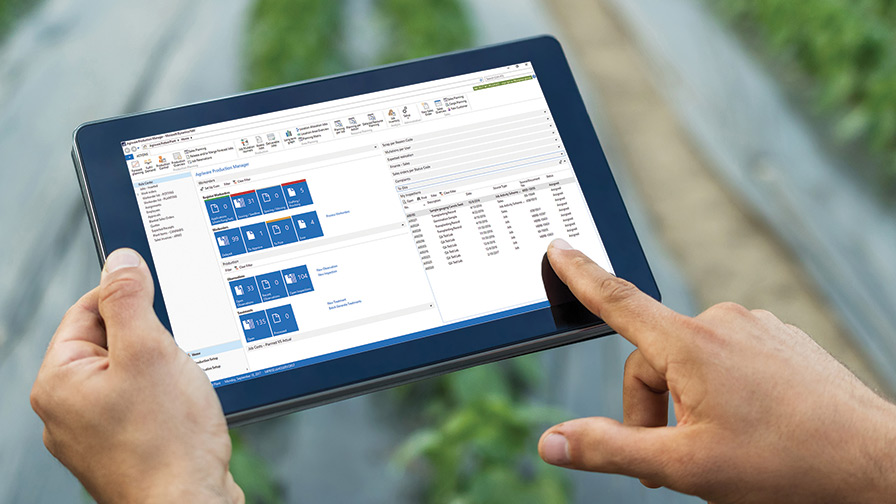 IPad-in-field-for-Greenhouse-Software